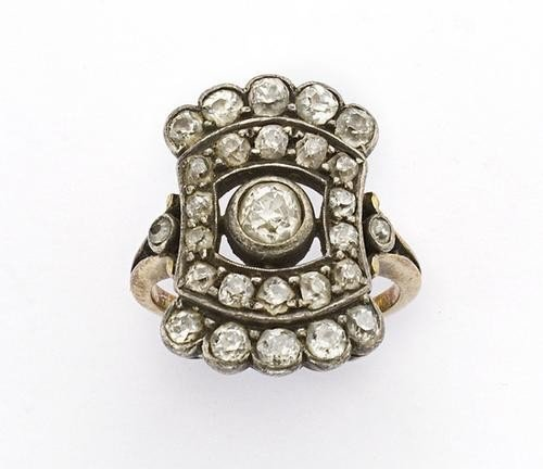 17: Anello in oro e argento manifattura della fine del