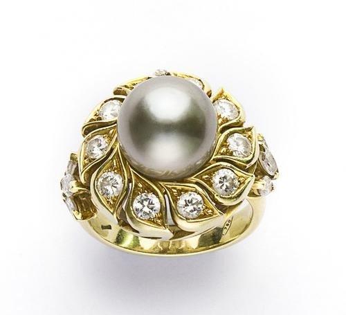 21: Anello in oro giallo con perla Tahiti