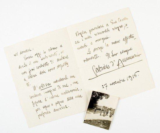 11: D'Annunzio, Gabriele. Lettera autografa firmata.