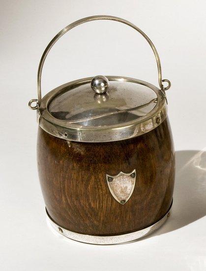 17: Biscottiera in sheffield e noce di cocco, 1920