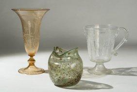 20: Vasi in vetro di cui due molati e incisi, e il terz