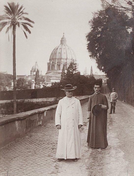 Studio G. Felici Papa Pio XI° con Monsignor Carlo Confa