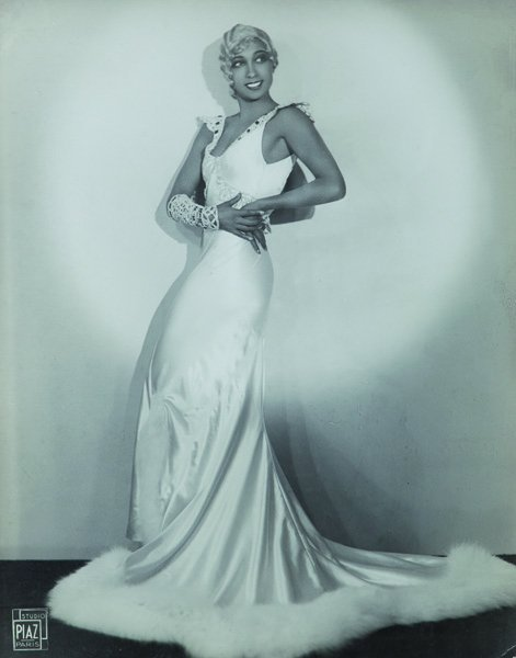 Studio Piaz Joséphine Baker in white dress, ca. 1920