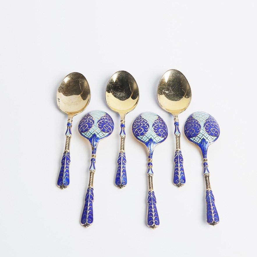 Sei cucchiaini in argento con smalti