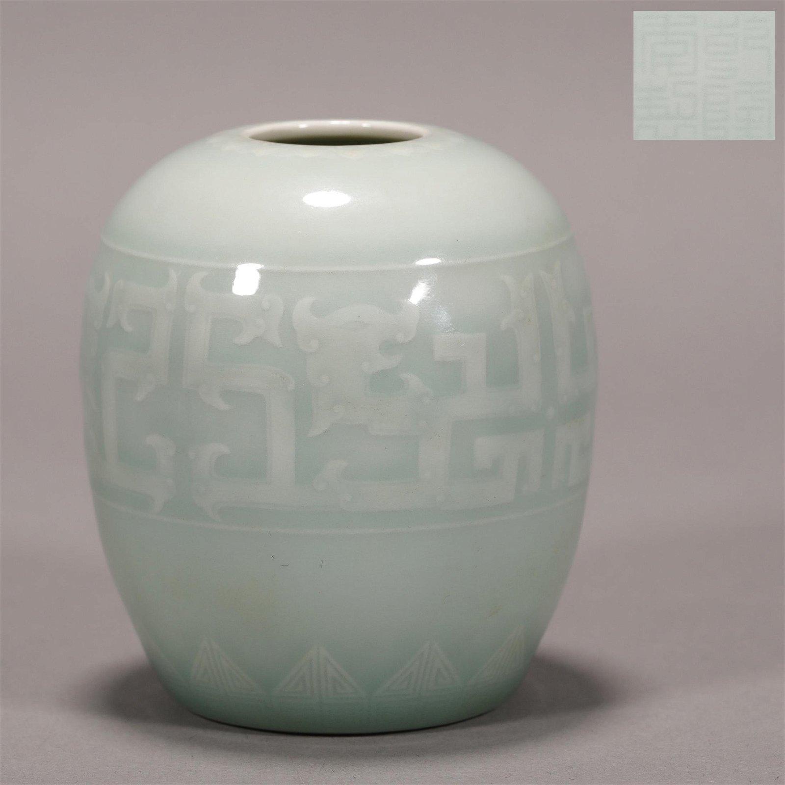"""Qing Dynasty """"Qianlong"""" Glazed Jar"""