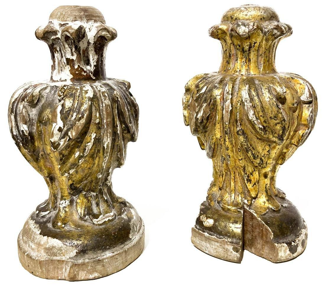 Pair of golden wood cones. Luigi XVI, Sicily. Late