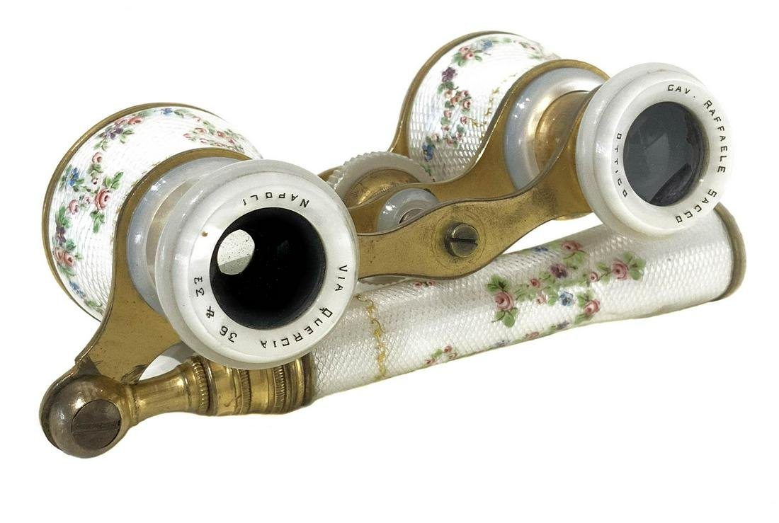 Theater binoculars, in lacquered mother-of-pearl,