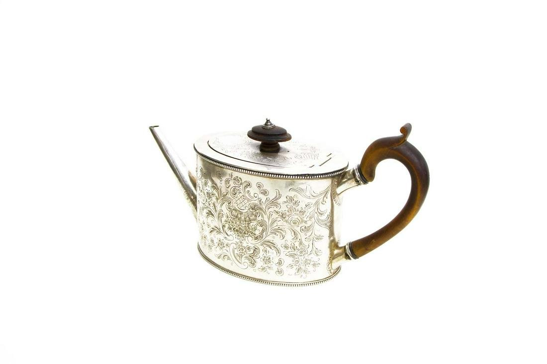 Silver chiselled teapot. Punches. London, 1783.