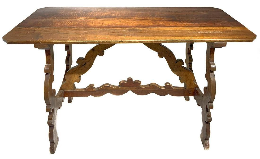 Walnut table, 19th century, Tuscany. H Cm 78x130x55.