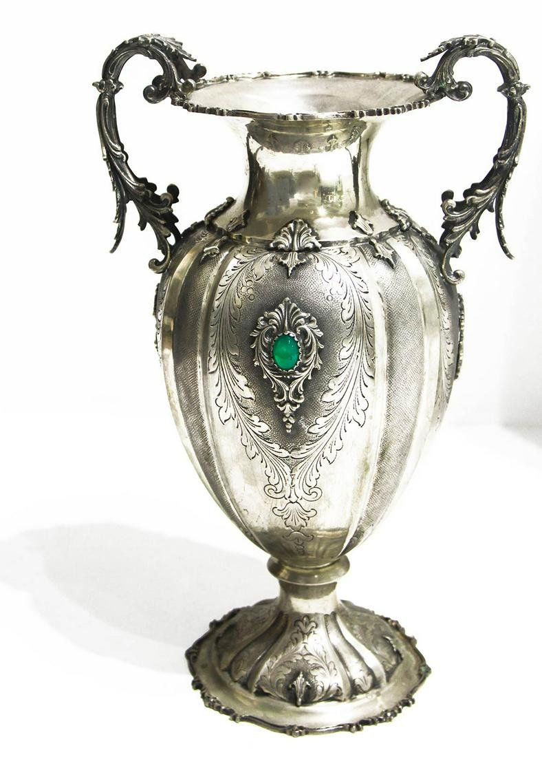 Silver vase with green stone in the center. Punch Mi,