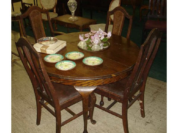 14: Round Oak Queen Anne Table and 4 Chairs
