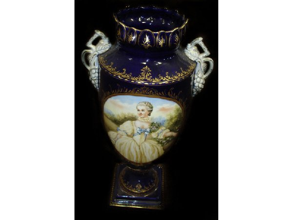 770: Excellent Hand Decorated Porcelain Portrait Vase