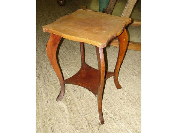 1082: Small Wooden Plant Stand