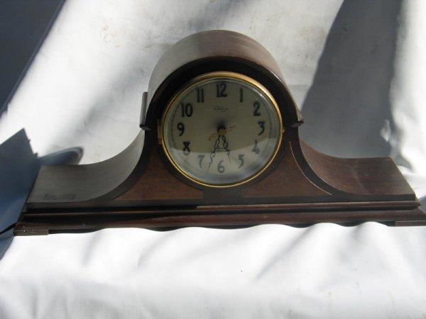 1021: Telechron Mantle Clock