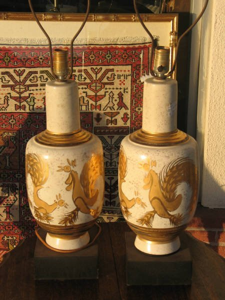 1031: Pair of Rooster Lamps