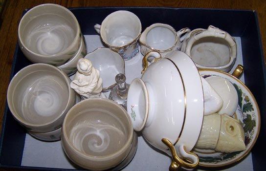 7006: Boxed Lot of Porcelains