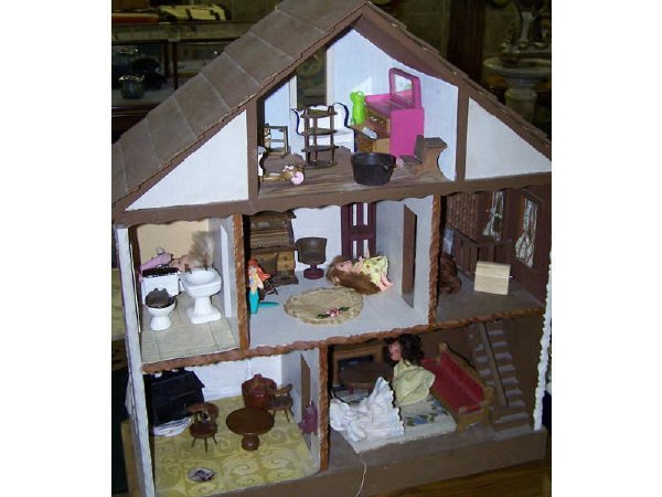 7007: Vintage Doll House and Contents
