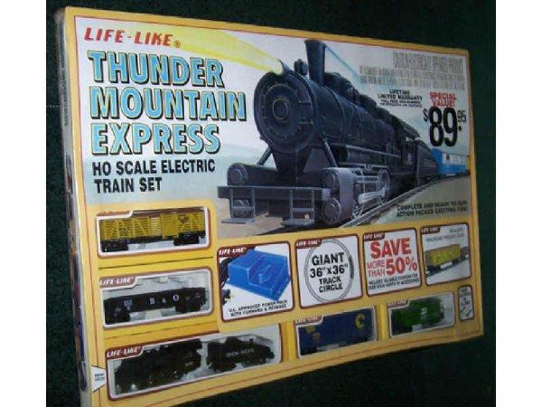 13: Thunder Mountian Express HO Train Set