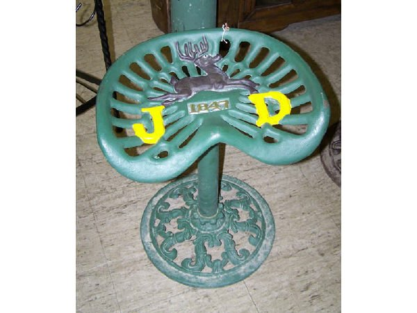 535: John Deere Casted Green Tractor Seat w/ Base