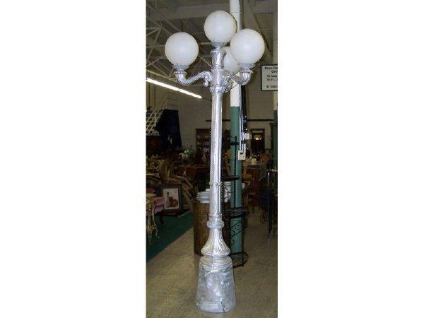 541: Casted Aluminum Street Light