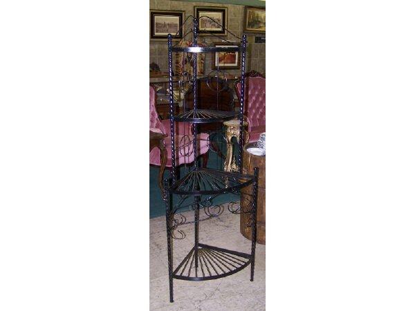 542: Sculpted Wire Corner Shelf
