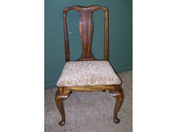 1303: Walnut Queen Anne Side Chair