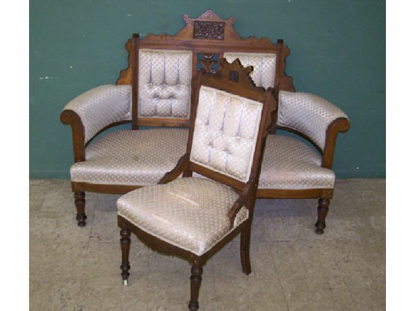 1308: Victorian Eastlake Settee and Chair Set