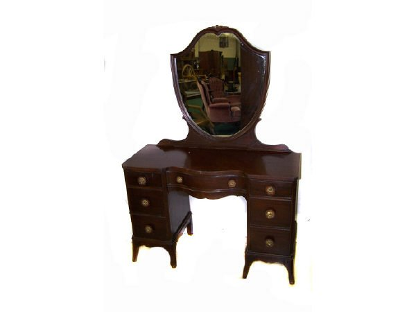 1312: Mahogany Art Deco Dressing Table