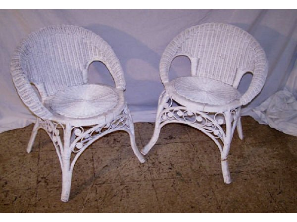 182: Pair of White Wicker Vintage Chairs