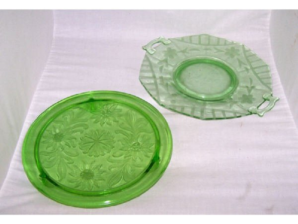 1371: Green Depression Cake Plate and Serving Tray