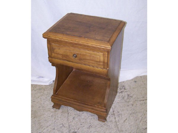 1381: Hard Rock Maple End Table with Drawer