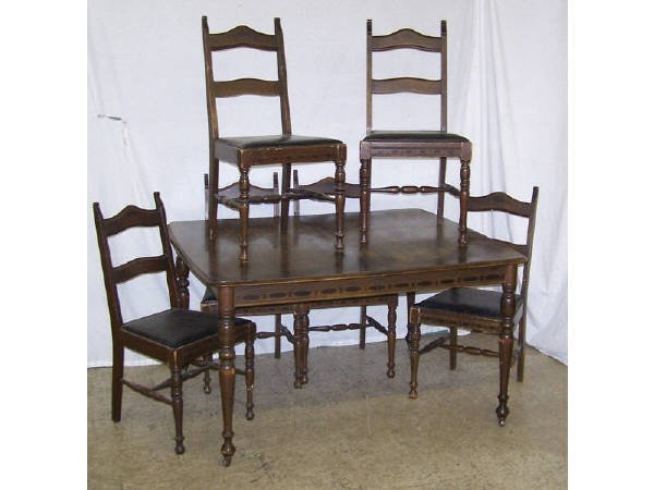 1430: Walnut Art Deco Dining Table and Chair Set