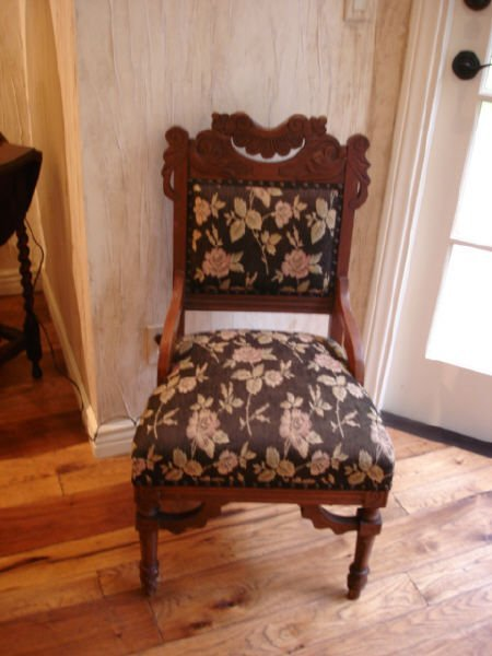 3003: Two matching Victorian side chairs