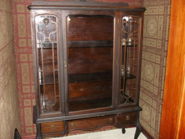 3107: China Cabinet 1920s Queen Ann