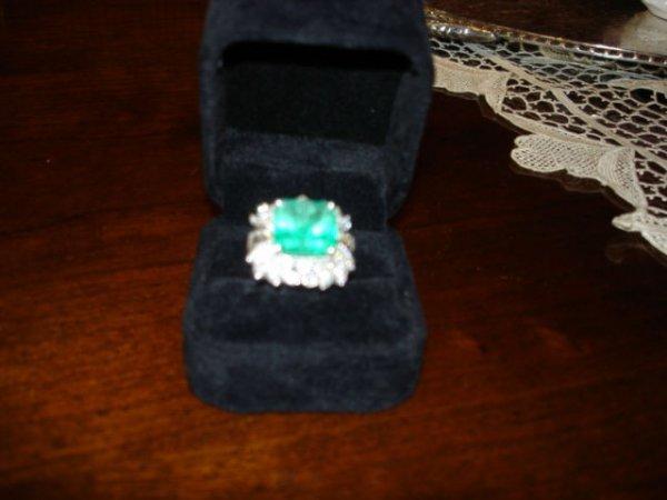 3246: 10 plus ct Emerald cocktail ring