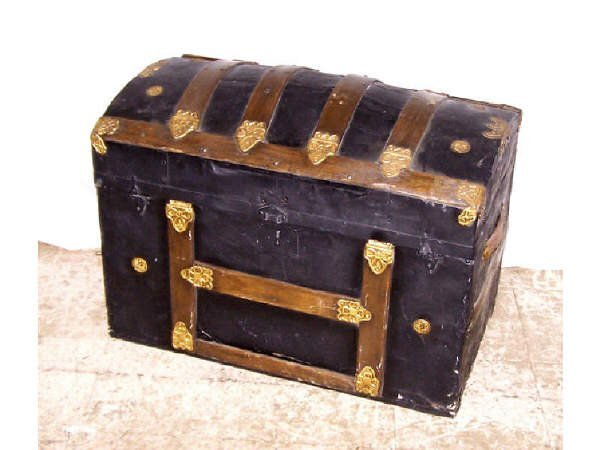 23: Fine Victorian Dome Top Slatted Trunk