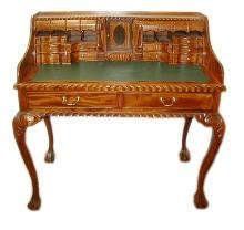 520: Fine Mahogany Ladies Writing Desk