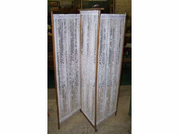 826: Victorian Lace Filled Dressing Screen