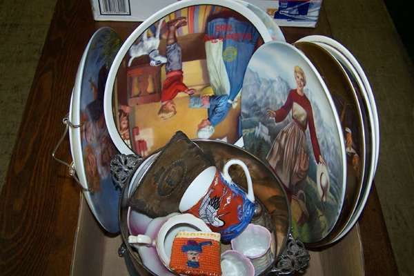 16: BOXED LOT OF ASSORTED PLATES