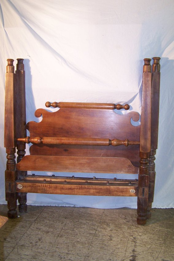 22: PERIOD AMERICAN ROPE BED