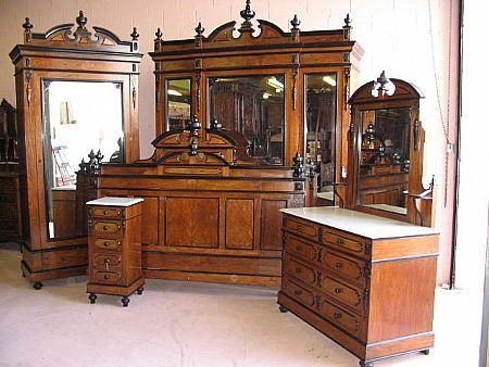 1423: Fine 1880s French Victorian Bedroom Set
