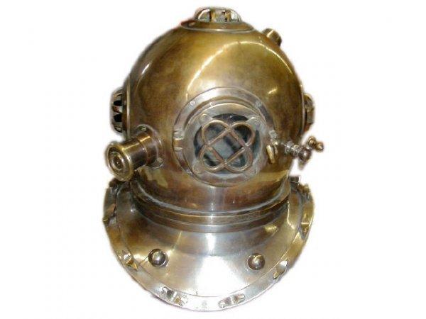 7016: Brass Divers Helmet