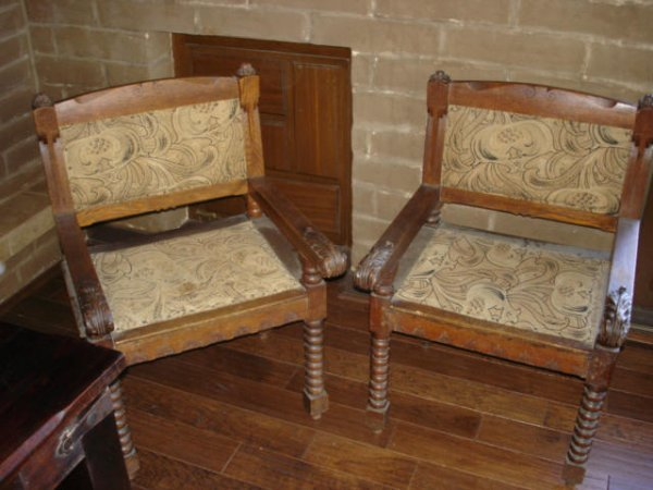1002: 1880s Pair of Antique Chairs