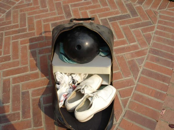 1605: Ebonite Gyro Balanced XL5 Bowling Ball, bag, shoe
