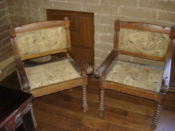 7015: 1880s Pair of Antique Oak Chairs