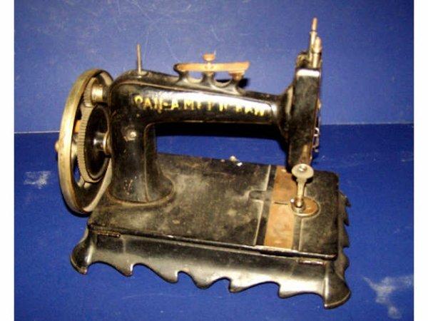 22: Fine 1901 Hand Crank PAN AMERICAN Sewing Machine