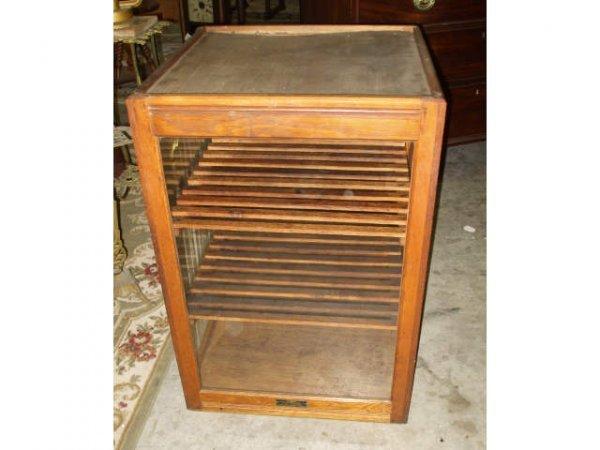 895: Fine American Oak Pie or Confectionary Case