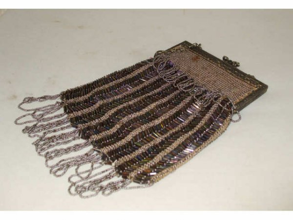 1253: Excellent Beaded Victorian Purse