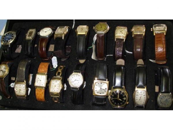 1258: LARGE LOT OF VINTAGE WATCHES