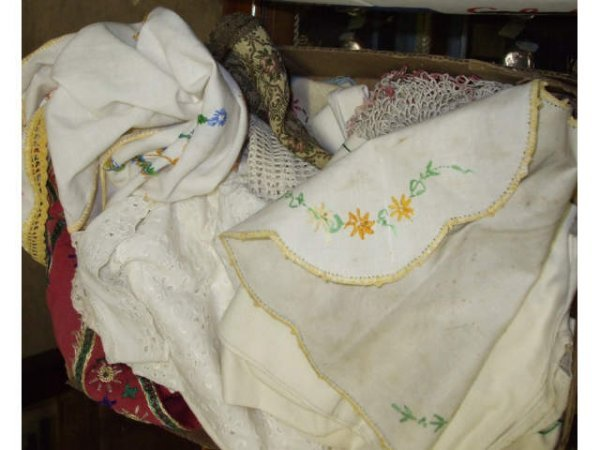 399: Boxed Lot of Assorted Vintage Linens